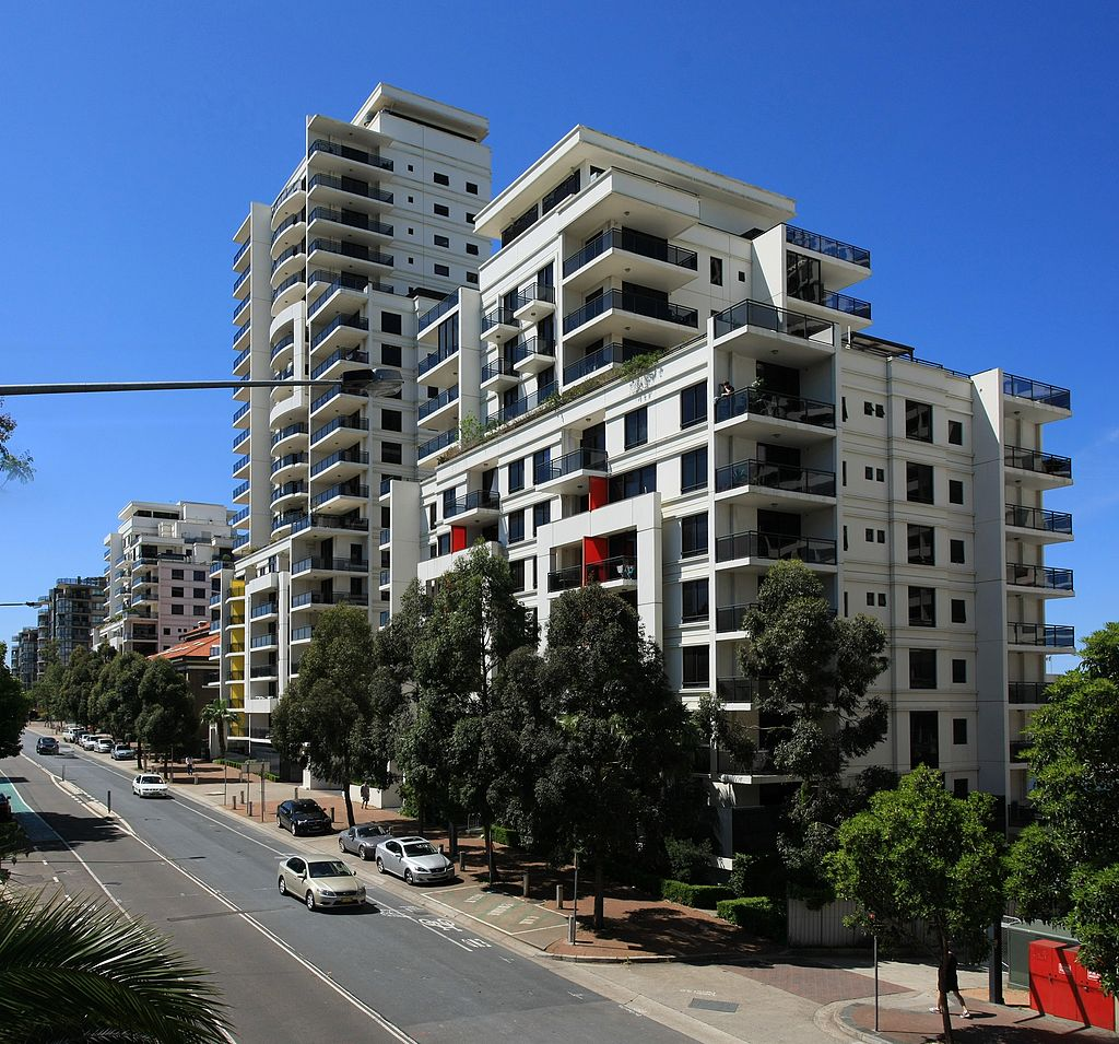 Modern apartment building on the beach creative mode for Apartment design sydney